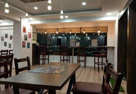 8 Plates- a Food Lounge